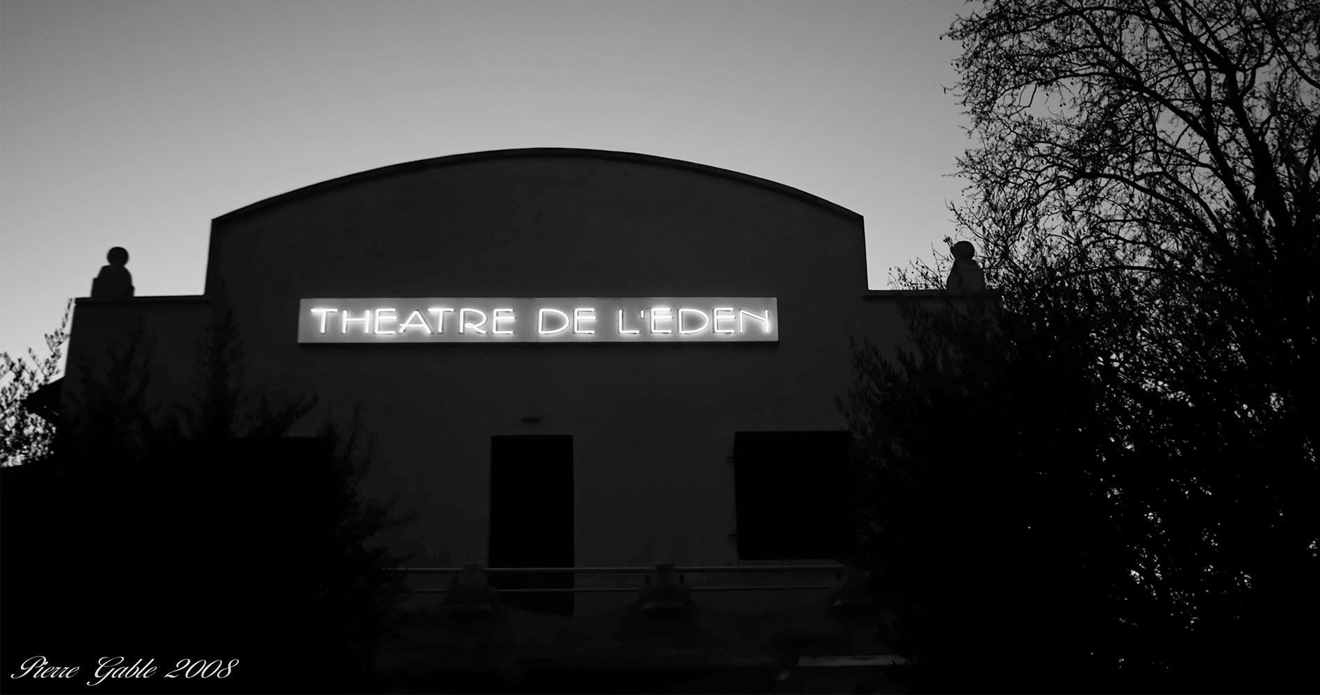 bandeau devant theatre